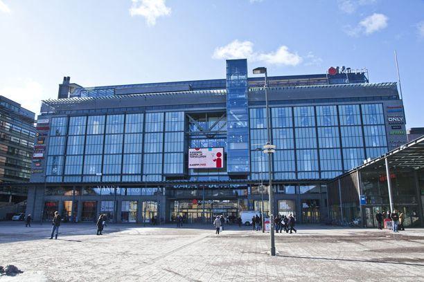 Monet nuoret viettävät aikaansa kaupungilla hengaillen, esimerkiksi Helsingin Kampissa, jossa myös pahoinpitelyitä tapahtuu.