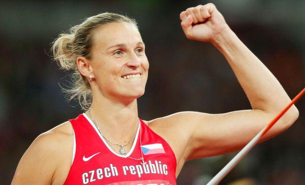 Barbora Spotakova otti kultaa Lontoossa.