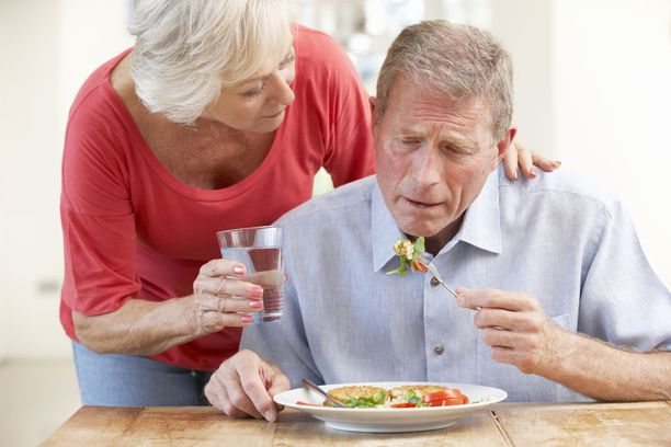 Lihaskunnon, yleisen jaksamisen ja vastustuskyvyn ylläpitämiseksi ruokavalion laatuun on kiinnitettävä huomiota. Riittävä proteiinin ja energian saanti on tärkeää.