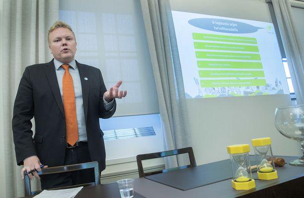 Kansanedustaja, eduskuntaryhmän puheenjohtaja Antti Kurvinen ei tavoittele keskustan puheenjohtajuutta.