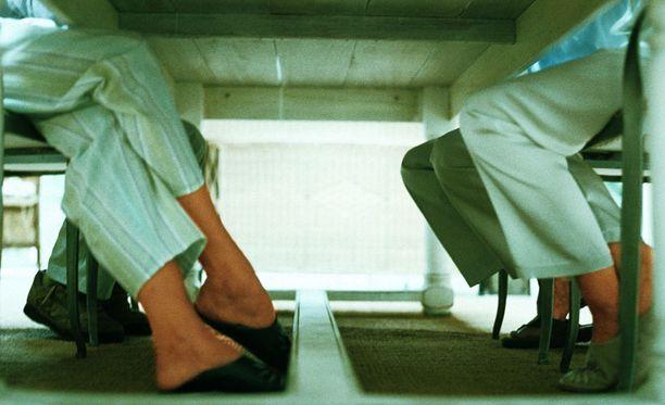 Sosiaalitukia ei enää saa hakea pyjamaan pukeutuneena Dublinissa.