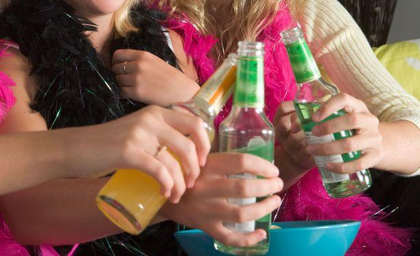 Poliisi on velvollinen tekemään alaikäisten alkoholin nauttimisesta lastensuojeluilmoituksen.