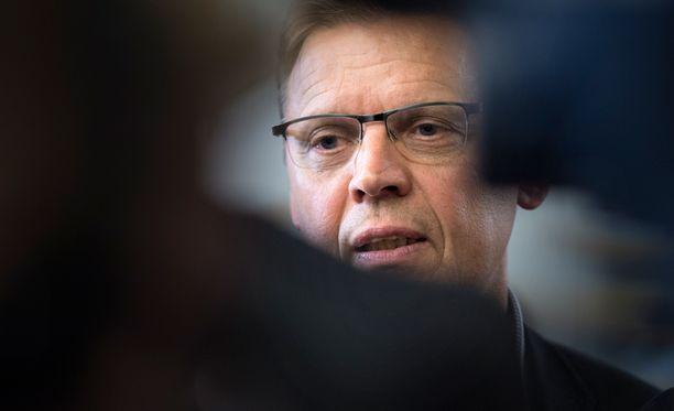 SAK otti viikon tuumaustauon, jotta maan hallitus tai muut järjestöt eivät hipsi iltalypsylle, kirjoittaa Olli Ainola.