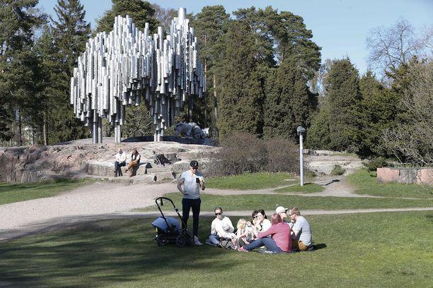 Viime vuonna tähän aikaan oli reilusti lämpimämpää. Kuva on otettu 5. toukokuuta Helsingissä.