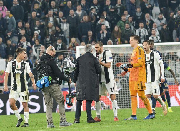 Juventus-leiri tuli Leonardo Bonuccin johdolla ojentamaan Jose Mourinhoa.