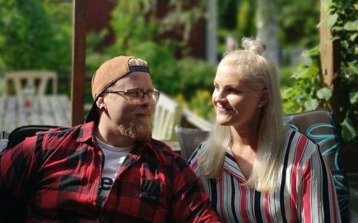 Tiia, Suvi ja Laura kosivat miehiään karkauspäivänä - sukulaisten ja tuttavien kommentit yllättivät