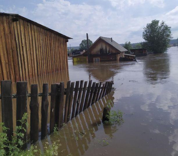 Venäläisen pelastuslaitoksen jakama kuva tulva-alueelta.