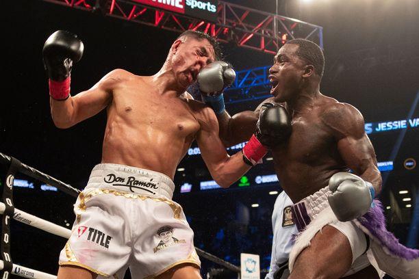 Adrien Broner (oikealla) on tehnyt ison tilin nyrkkeilykehässä.