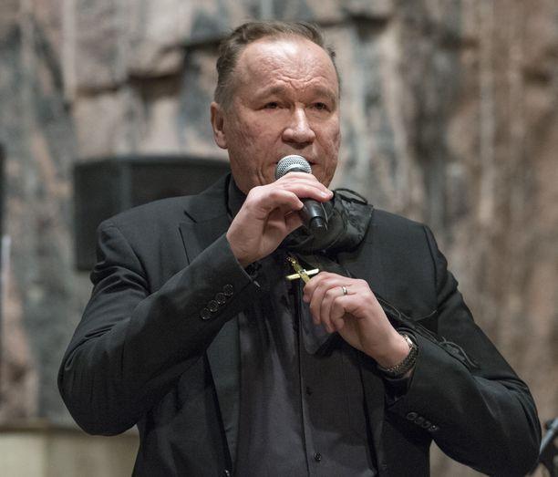 Ilkka Vainio on konsertoinut Ystävän risti -kappalettaan tulkiten. Tänäkin vuonna hänet nähdään joulukonserteissa.