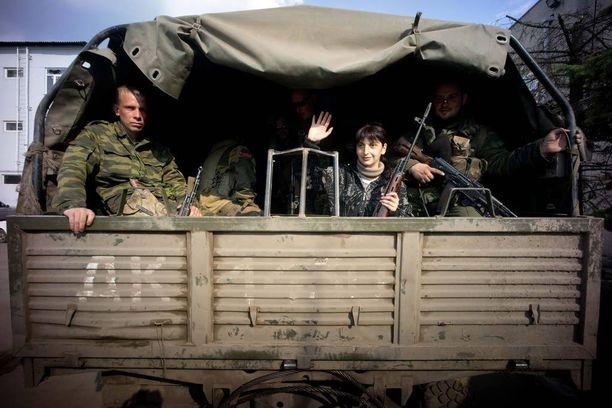 Sotatoimet Ukrainassa ovat viime viikkoina kiihtyneet. Kuvassa Venäjän tukemia separatisteja keväällä 2015.