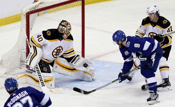 Boston Bruinsin Tuukka Rask torjui 34 kertaa, kun Bruins kukisti Tampa Bay Lightningin 6-2 ottelusarjan avausottelussa NHL:n pudotuspelien toisella kierroksella.