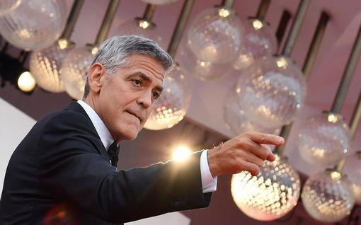 """George Clooney 60 vuotta! Kuvat """"maailman seksikkäimmästä miehestä"""" vuosien varrelta"""