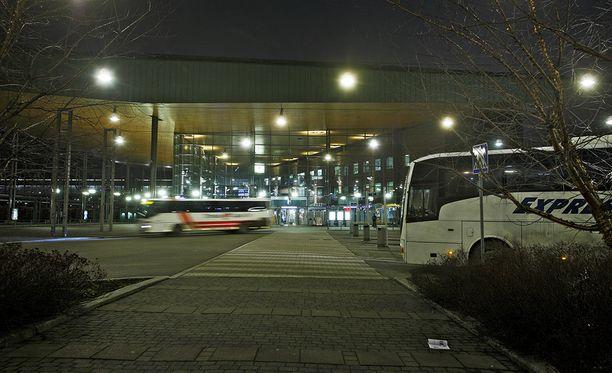 Mies löi bussínkuljettajaa Jyväskylän matkakeskuksen alueella viime yönä.