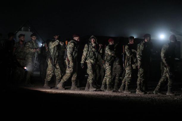 Kuvassa Vapaan Syyrian armeijan sotilaita, jotka yhdessä Turkin armeijan kanssa ovat hyökänneet Pohjois-Syyrian kurdialueille.