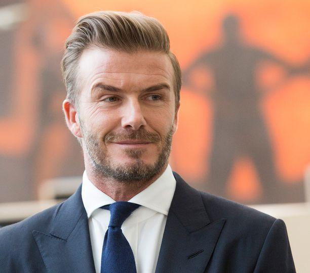 David Beckham on ilmeisen läheisissä väleissä 16-vuotiaan esikoisensa kanssa.