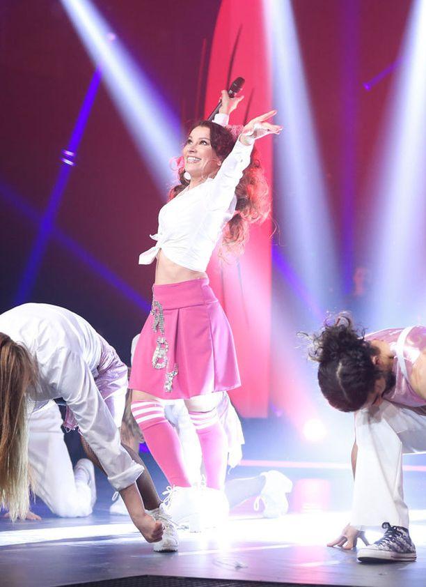 Arja Koriseva stailattiin Britneyn tyyliin.