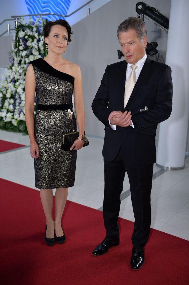 Vuonna 2013 Tampere-talossa järjestettyjen juhlien pukeutumisetiketti oli erilainen. Tänä vuonna Jenni Haukion silloinen mekko ei menisi läpi.