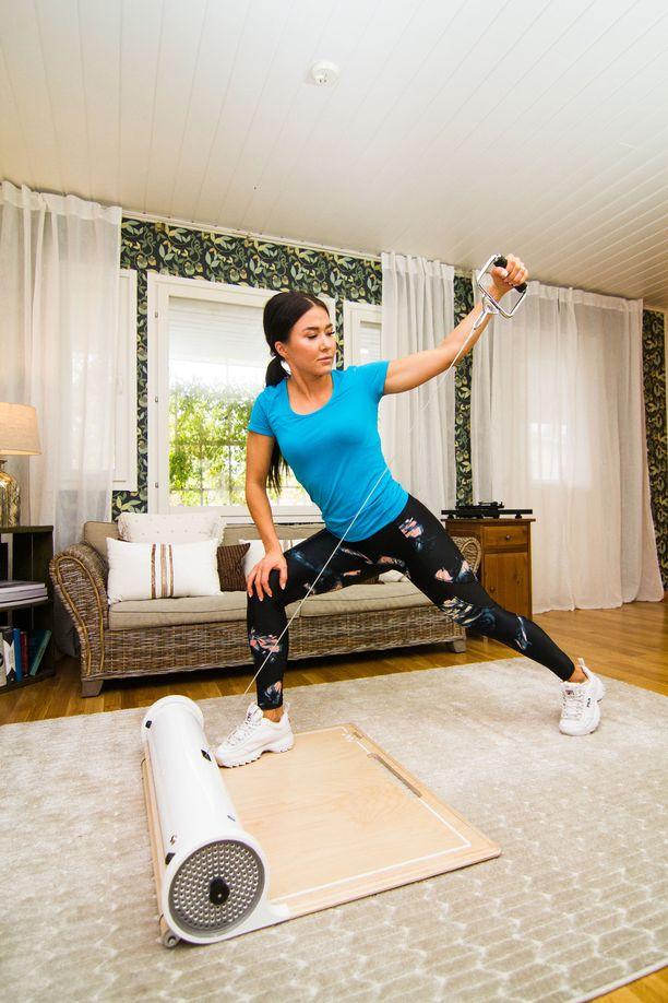 Weela kertoo, että laitteella voi treenata koko kehoa.
