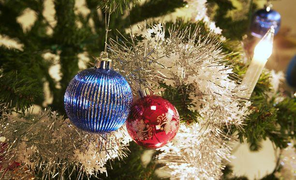 Joulukuusia muistuttavat kulmakarvat ovat nyt uusin meikkitrendi.