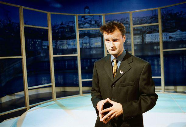 Arkistokuvassa Joonas Hytönen on talk show'nsa kulisseissa vuonna 2000.