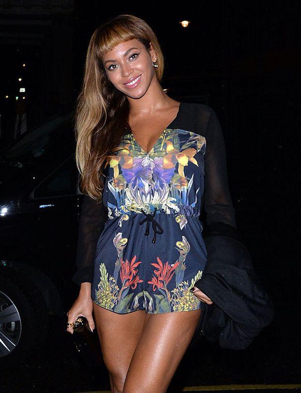 Beyoncé kokeili lokakuun puolessa välissä hetken lyhyttä otsatukkaa.