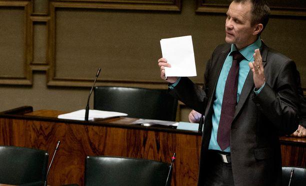 Muun muassa perussuomalaisten Mika Niikko moitti varhaiskasvatuslakiesitystä