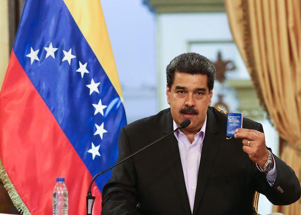 Maduro yrittää pitää vallastaan kiinni väkisin.