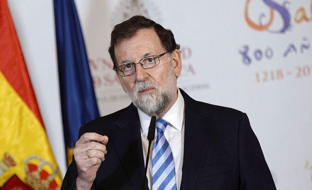 Espanjan pääministeri Mariano Rajoy vieraili tänään Kataloniassa ensimmäisen kerran alueen itsenäistymisjulistuksen jälkeen. Barcelonassa kannattajilleen puhunut pääministeri vetosi hiljaista enemmistöä äänestämään yhtenäisen Espanjan puolesta.