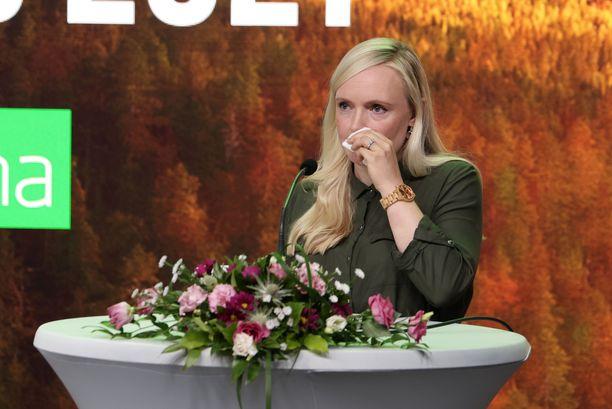 Sisäministeri ja vihreiden puheenjohtaja Maria Ohisalo liikuttui kertoessaan vihreiden yhteiskunnallisesta tehtävästä.