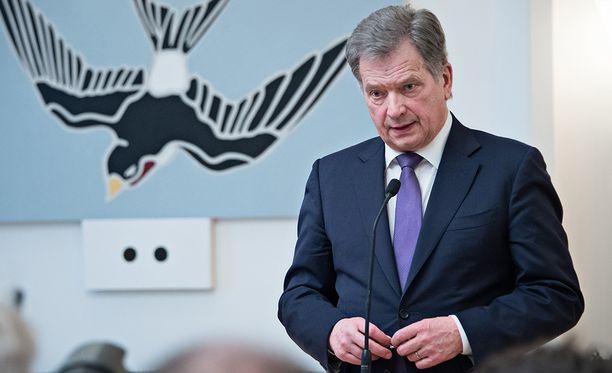 Sauli Niinistö piti maanantaina Mäntyniemessä vaalien jälkeisen ensimmäisen tiedotustilaisuuden, jossa hän esitteli askelmerkkejään toiselle presidenttikaudelleen.