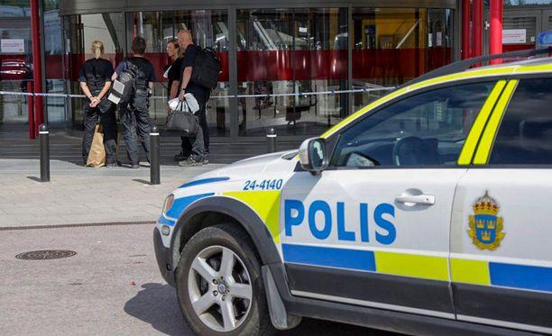 Poliisi sai tekijät kiinni pian veriteon jälkeen, toinen miehistä on tunnustanut puukotukset.