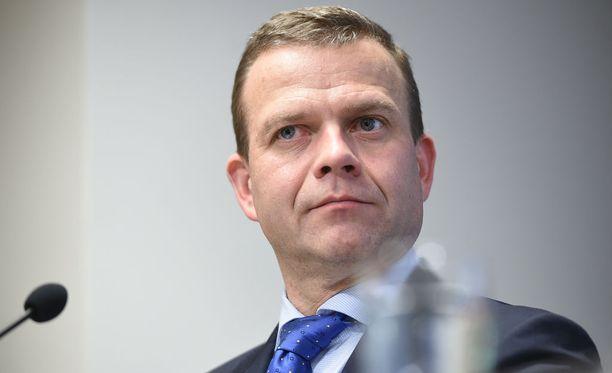 """Valtiovarainministeri Petteri Orpo (kok) kertoi, että hallitus valmistelee nollatuntisopimuksia koskevia lakimuutoksia. Tarkoituksena on selkiyttää """"pelisääntöjä""""."""