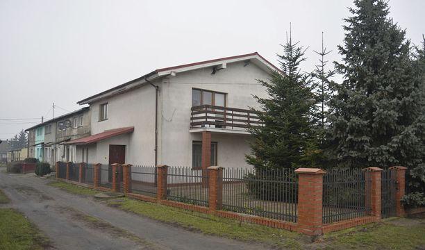 Urban asui Luoteis-Puolan Roznowossa samassa talossa vanhempiensa kanssa.