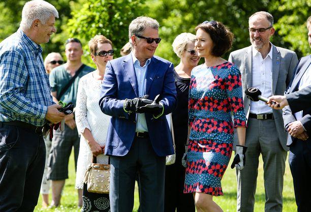 Hyväntuulinen pariskunta viintyi Porissa.