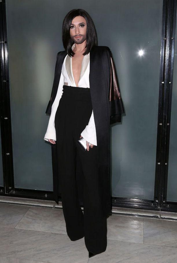 Näytöksen yhtenä vieraana nähtiin Gaultierin suuresti ihailema viisuvoittaja Conchita Wurst.