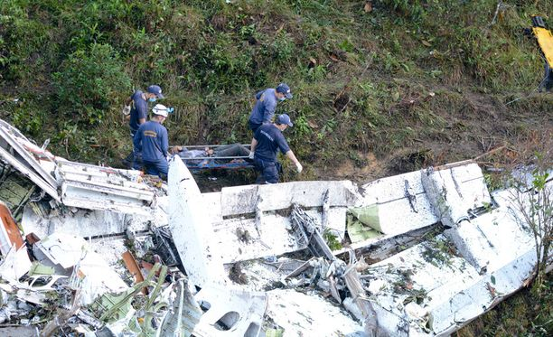 Lentoturmassa kuoli 71 ihmistä ja eloon jäi kuusi.