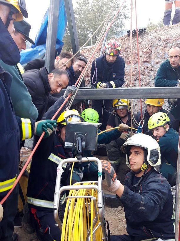 Viranomaiset julkaisivat keskiviikkona tuoretta kuvaa pelastusoperaatiosta.