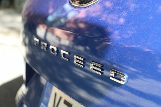 Proceed tarkoittaa viistoperäistä puolifarmaria eli Shooting Brake -farmaria.