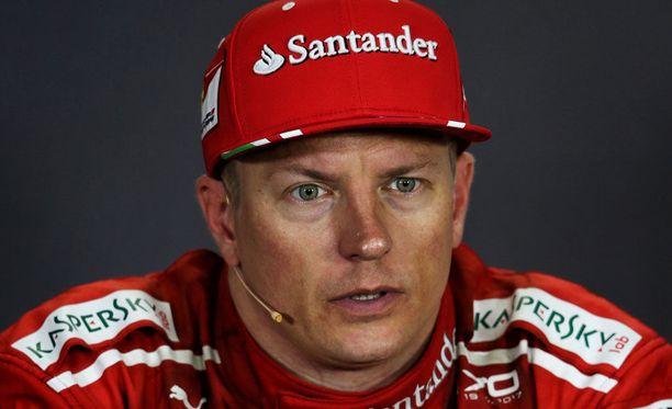Kimi Räikkönen on jäänyt tällä kaudella selvästi Sebastian Vettelin jalkoihin.
