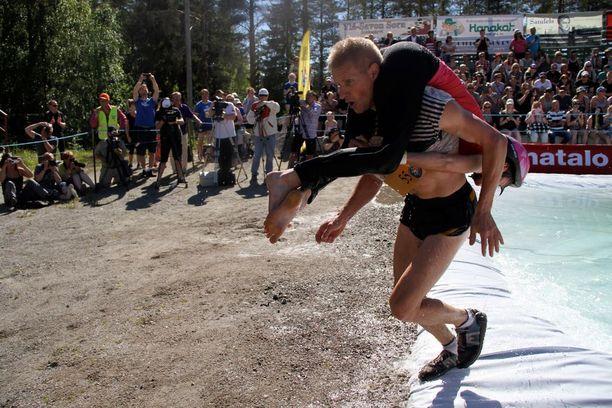 Taisto Miettinen ja Kristiina Haapanen nousivat kisan voittoon.