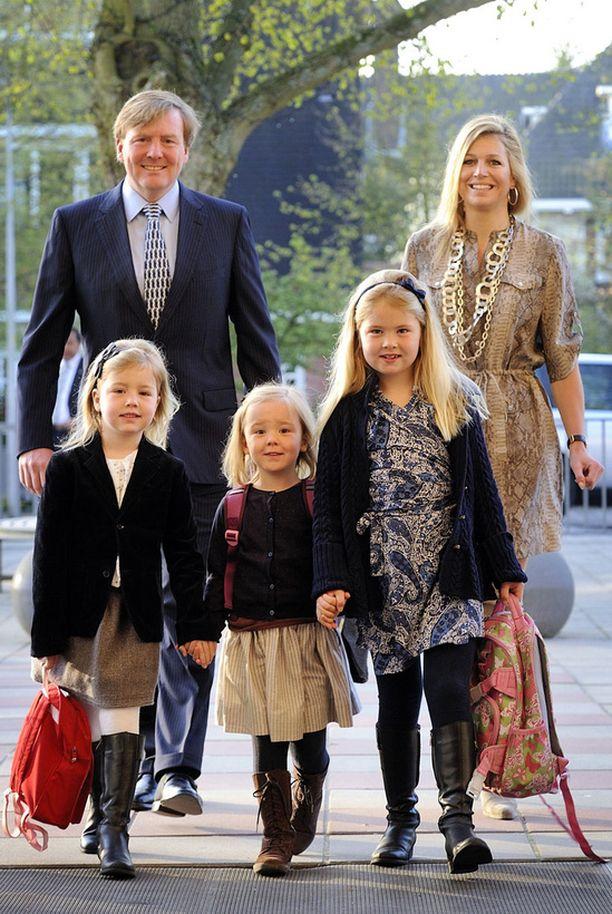 Prinssi Willemin jälkeen Hollannin johtoon nousee prinsesa Catharina Amalia (edessä oikealla).