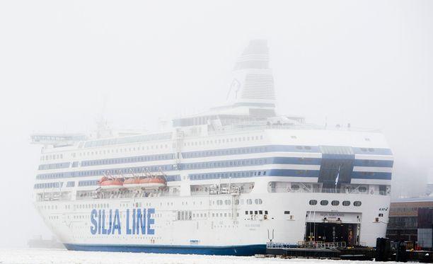 Silja Serenade jäisi satamaan palattuaan perjantaiaamuna Tukholmasta.