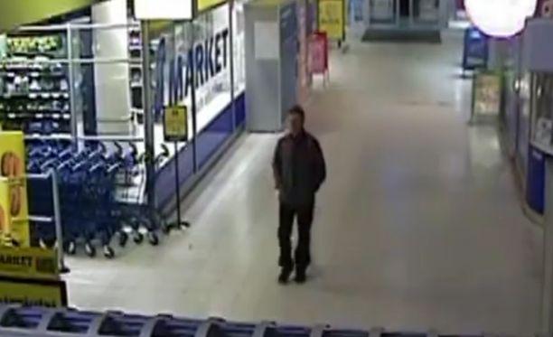 Poliisi on julkaissut videokuvaa miehestä, jota epäillään naisen väkivaltaisesta ryöstöstä Helsingin Oulunkylässä 5. marraskuuta. Kuva on ruutukaappaus videolta.