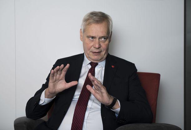Pääministeri Antti Rinne haluaa herättää keskustelua avauksillaan.