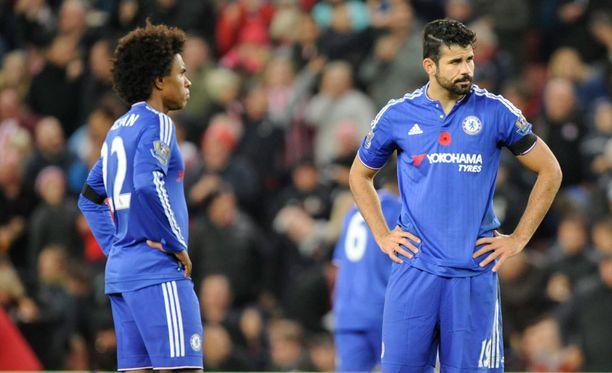 Chelsean hyökkääjä Willian (vas.) ja Diego Costa eivät onnistuneet maalaamaan Stoken verkkoon.