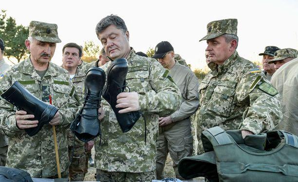 Petro Poroshenkon johtama blokki on tukevassa johdossa ennen lauantaisia Ukrainan parlamenttivaaleja.