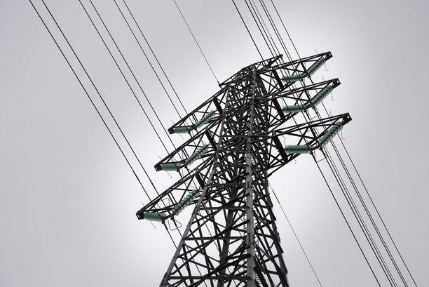 Asiantuntija arvioi, että yksinkertainen isku sähköverkkoon voi rampauttaa yhteiskuntaa pahoin.