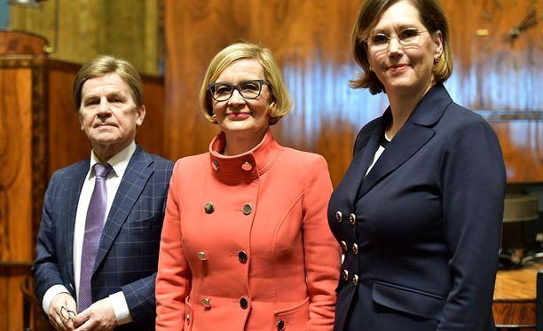 Paula Risikko (kok) on eduskunnan uusi puhemies. Varapuhemiehinä jatkaa keskustan Mauri Pekkarinen. SDP:n Tuula Haatainen nousee toiseksi varapuhemieheksi.