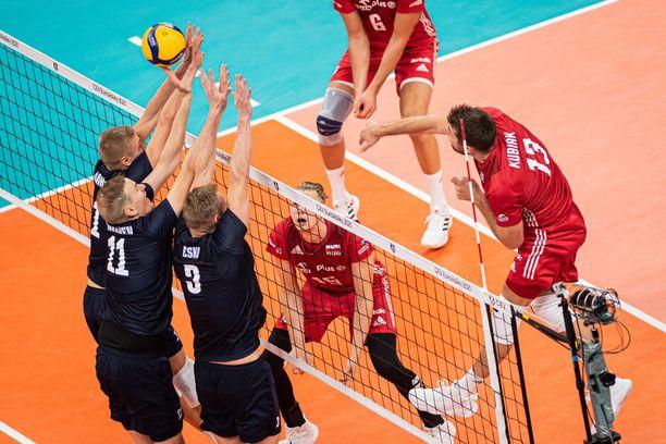 Kaksinkertainen maailmanmestari Puola oli ylivoimainen kotiyleisön edessä Suomea vastaan.