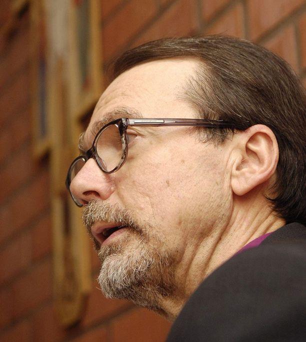– Koulujen oppilashuolto on yhä retuperällä, vaikka Jokelan jälkeen luvattiin nopeita toimia, Mikko Heikka kritisoi.